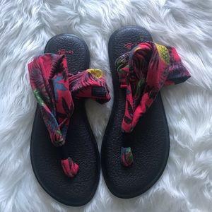 Sanuk pineapple sandals size 8